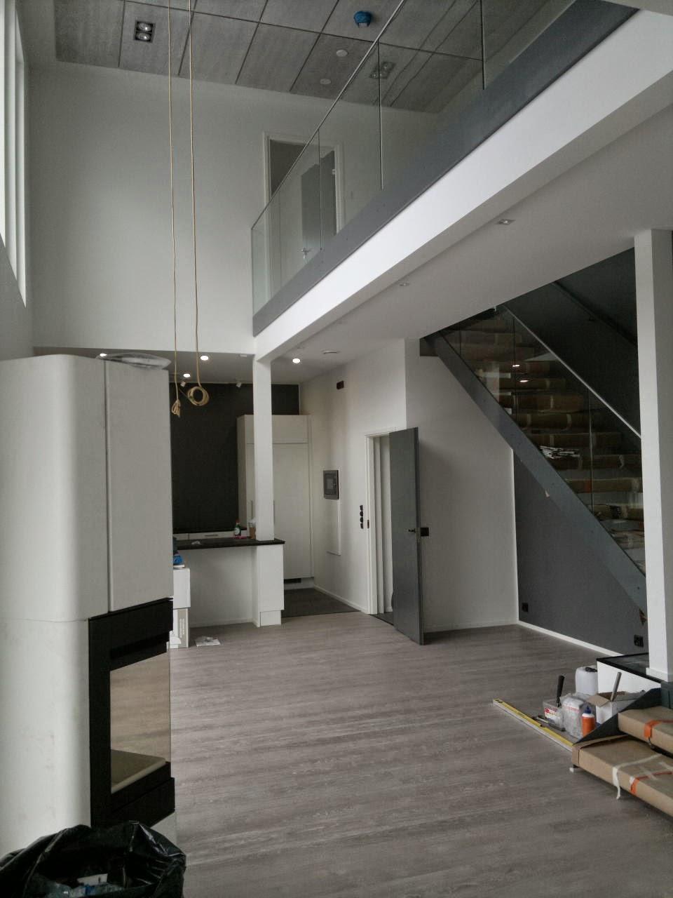 Puuta ja kiveä -raksablogi: näkymä olohuoneesta keittiöön