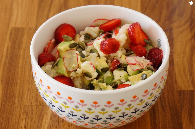 Farine d'étoiles: Salade fraises, chou fleur, avocat ...