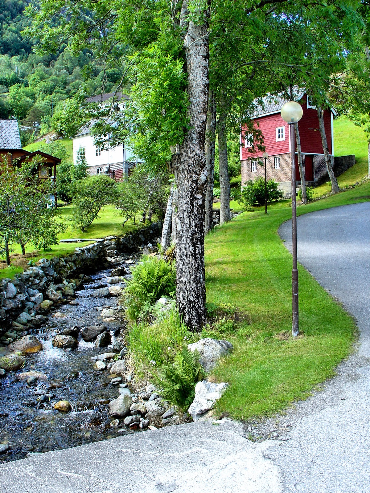 On the way to the Hardanger Folk Museum in Utne, Norway. Photo: EuroTravelogue™. Unauthorized use is prohibited.