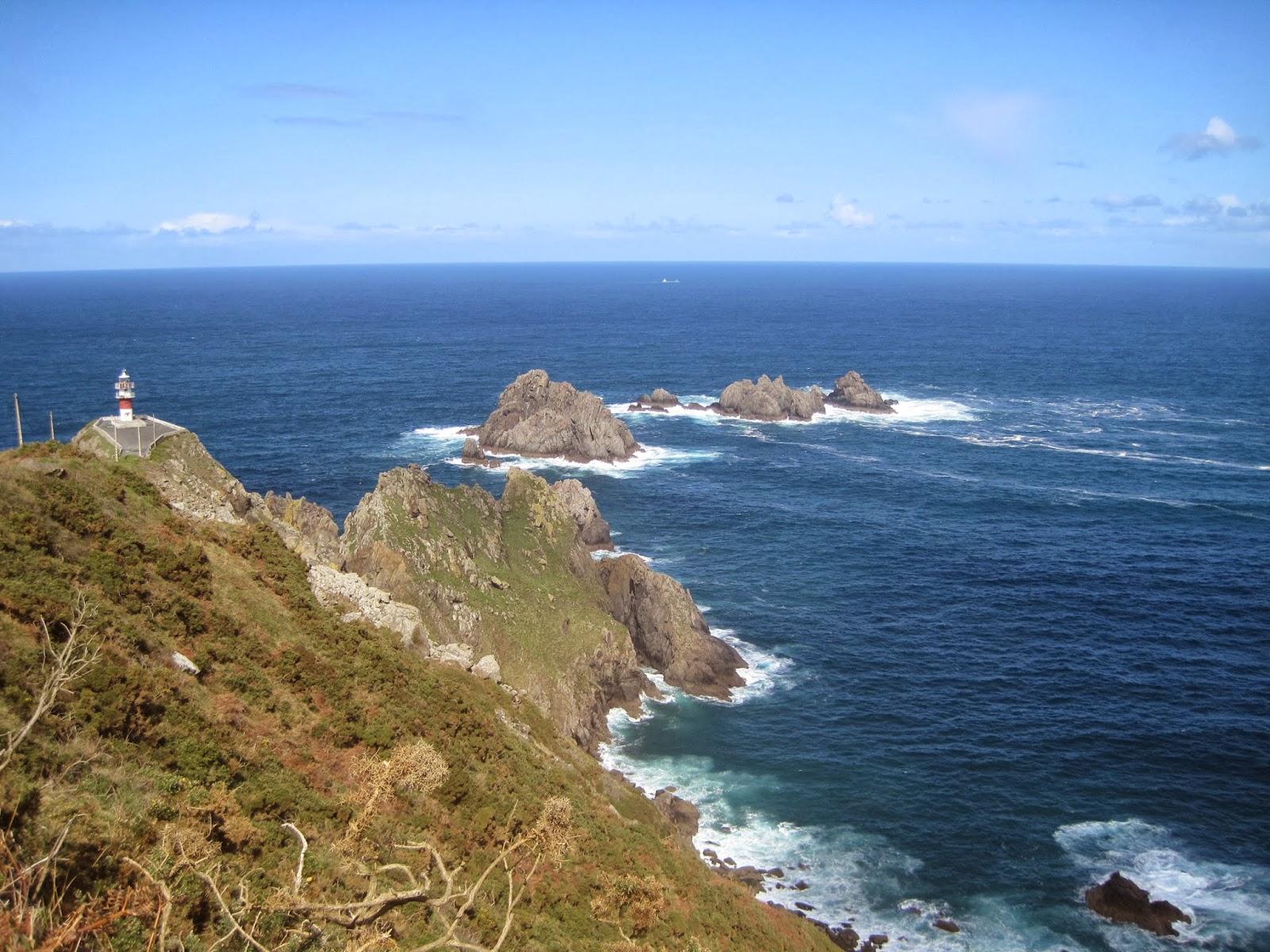 Faro de Ortegal y Tres Aguillóns en Cabo Ortegal