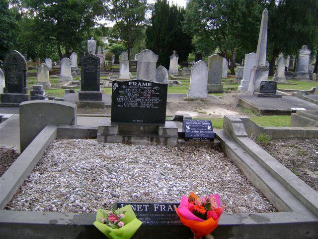 An Angel @ My Blog: Frame Family Graves