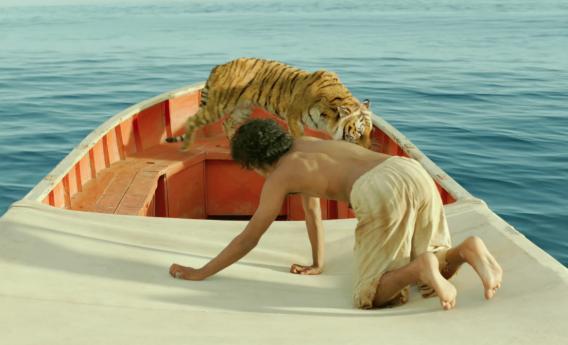 парень и тигр в одной лодке