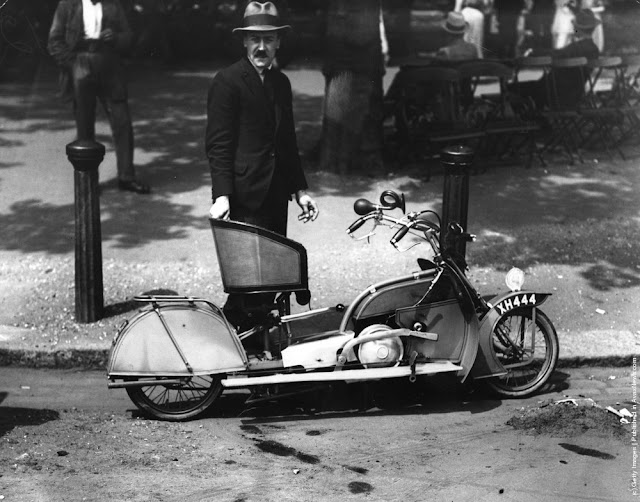custom Motorcycle _ 1921_ vintage_ motorcycles http://hydro-carbons.blogspot.com/search/label/vintagetransport