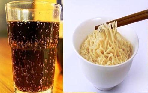 Ini yang Terjadi Jika Sering Minum Soda Setelah Makan Mie