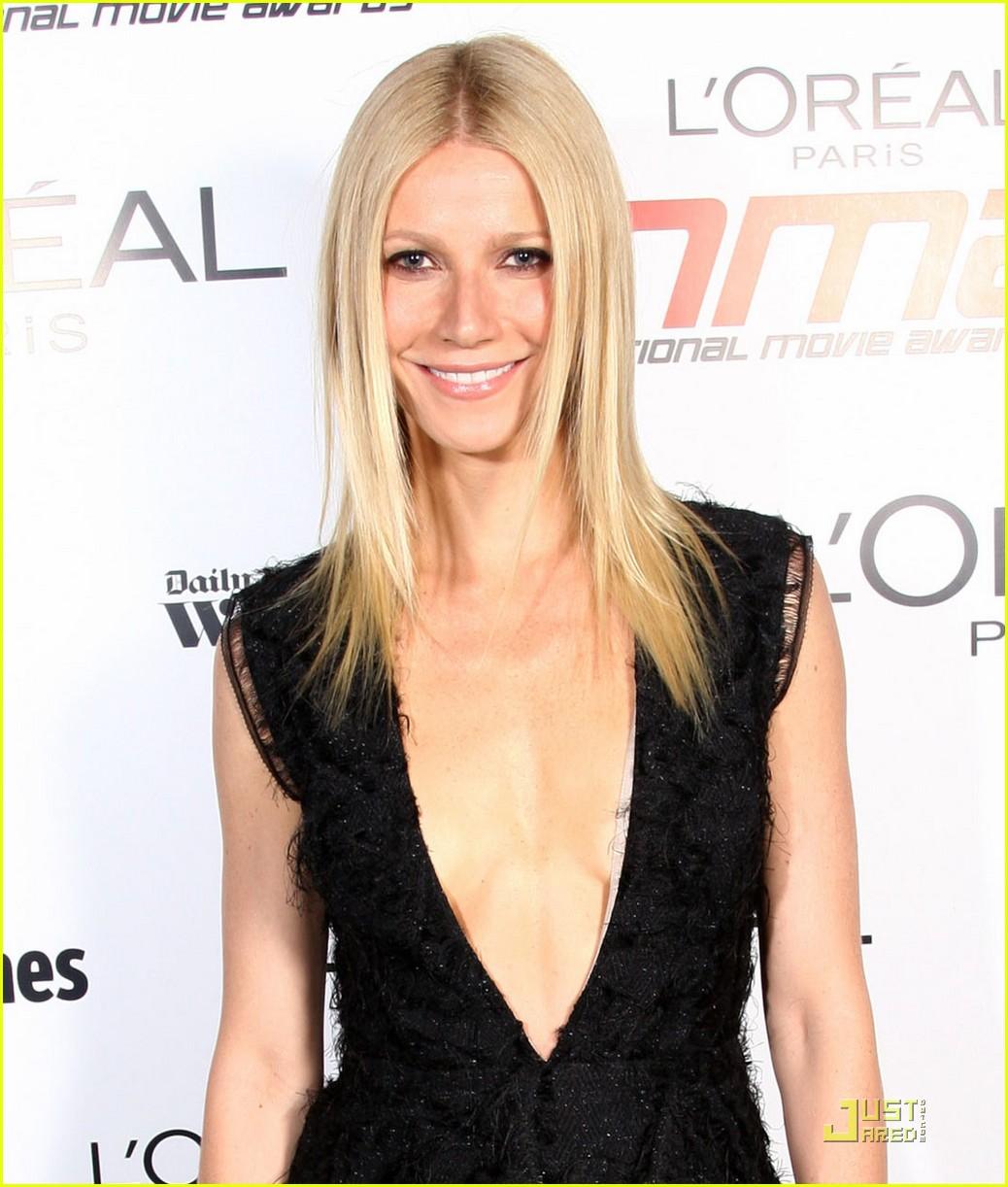 http://2.bp.blogspot.com/-Q2uQl8NjhNE/TdaMEDgghjI/AAAAAAAANHg/tMad1Ff-3Gc/s1600/gwyneth-paltrow-national-movie-awards-in-london-04.jpg