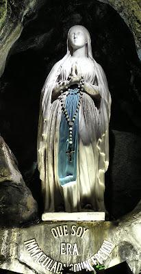 Lourdes: admirável lição de confiança.  Nossa Senhora já começou a nos socorrer.