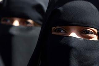 Hentikan Stigma Wanita Bercadar Istri Teroris