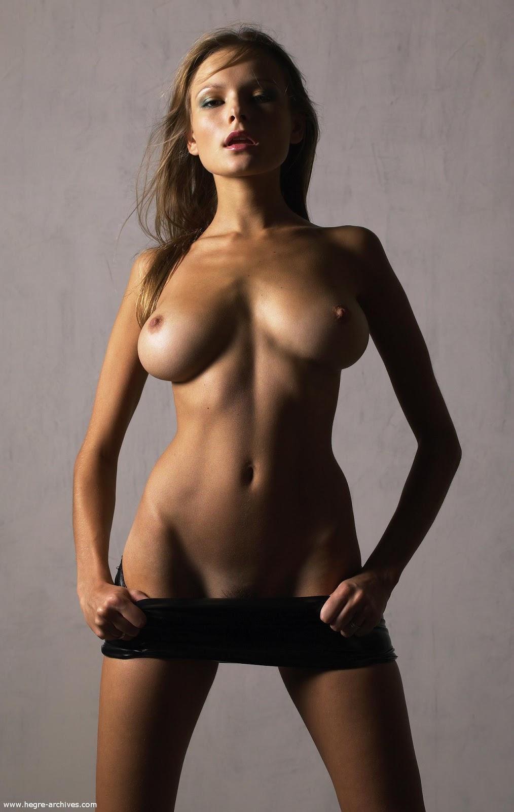Худая модель люба с большой грудью убассейна 7 фотография