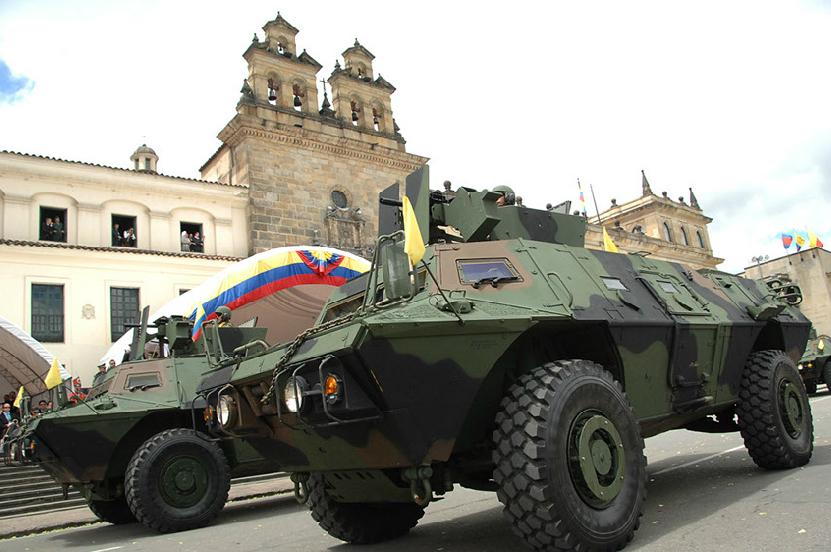 Armée Colombienne / Military Forces of Colombia / Fuerzas Militares de Colombia - Page 3 DESFILE+DIA+DE+LA+INDEPENDENCIA+COLOMBIA+EJERCITO+POLICIA+FUERZA+AEREA+ARMADA+5