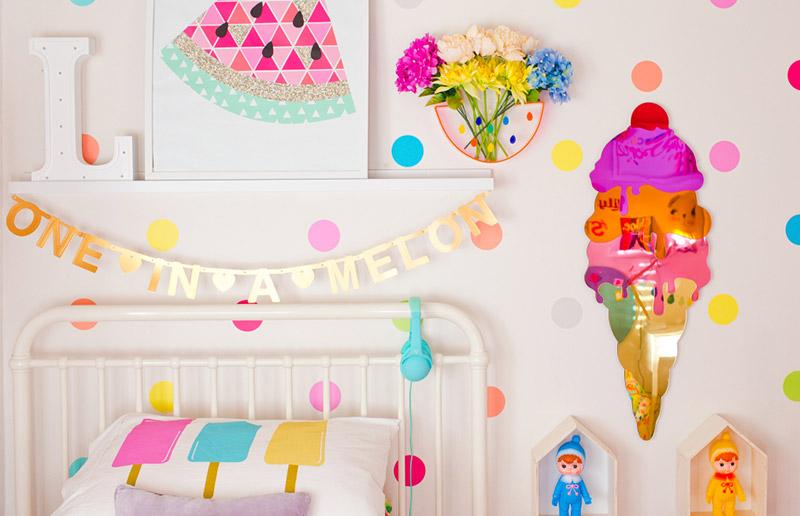 Uma cartela de cores de um quarto bem colorido!