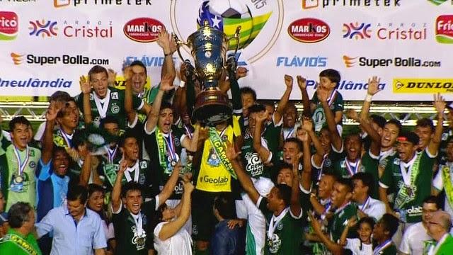 Com Serra lotado, Goiás fatura o Campeonato Goiano.