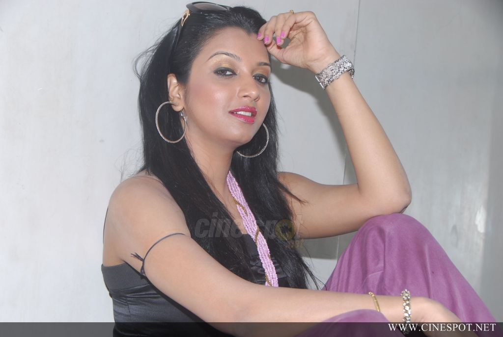 Siddi Hot Pics