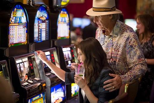 Sarah y Zeek, en una escena de Vegas.