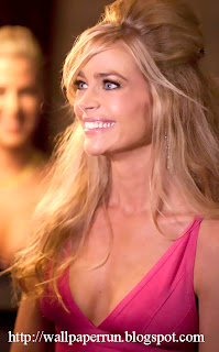 Denise Richards Smiley Girl