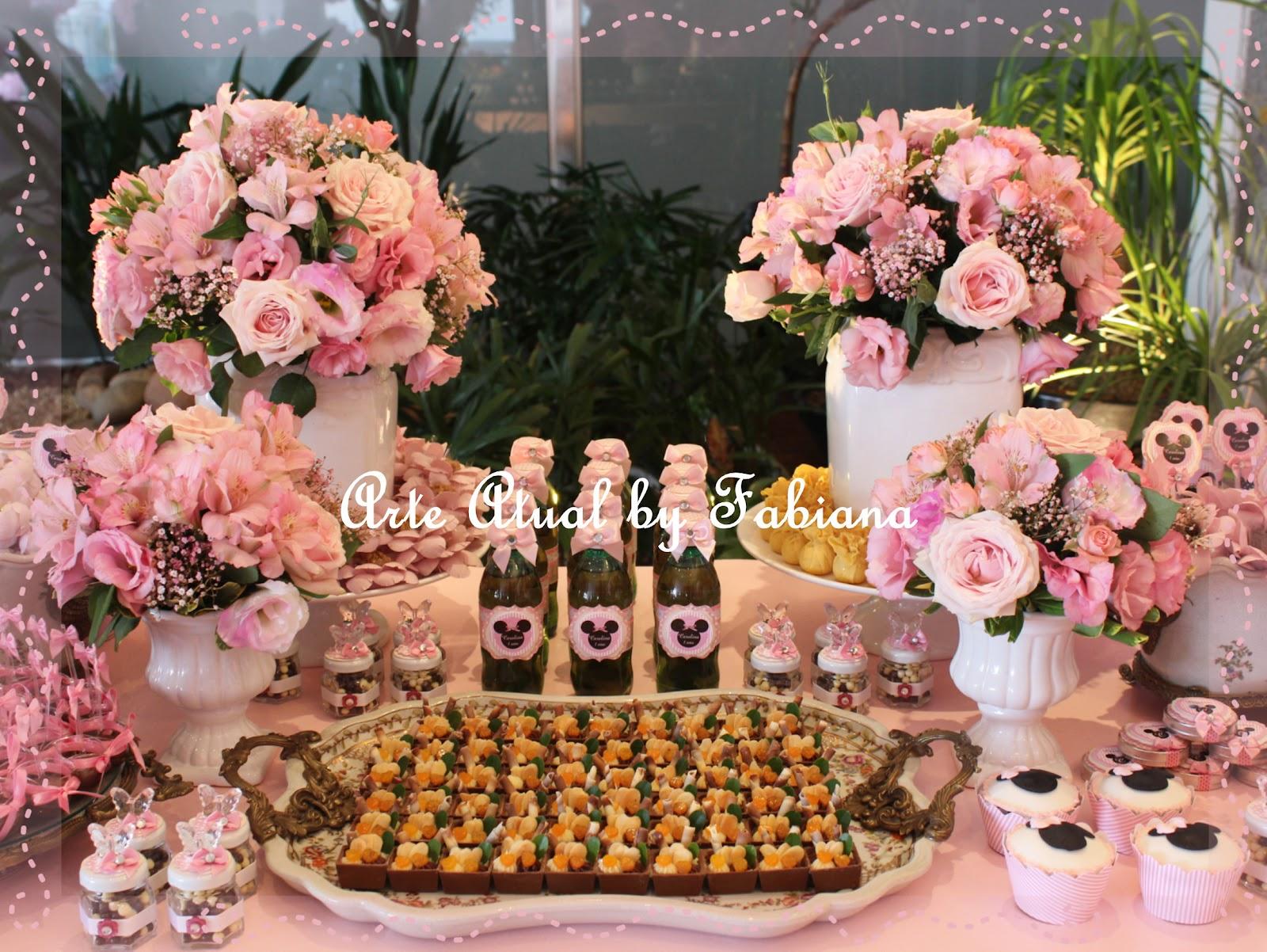 as minnies rosa foram convidadas para fazerem parte do aniversário de
