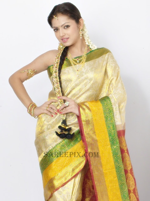 Drashti-dhami-sleeveless-silk-saree-RKS-grand-shopping-mall