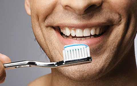 Jarang Menggosok Gigi Memiliki Resiko Terkena Serangan Jantung