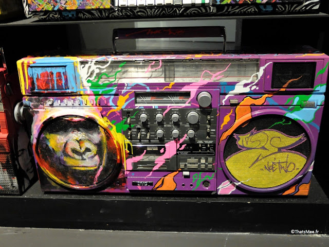 ghetto blaster customisés graffitis peints, Expo Hip-Hop Institut du monde Arabe Akhenaton Paris