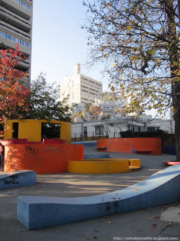 Ivry-sur-Seine - Aire de Jeux Sculpure  Sculpteur : Gérard Chireix  Création: 1970