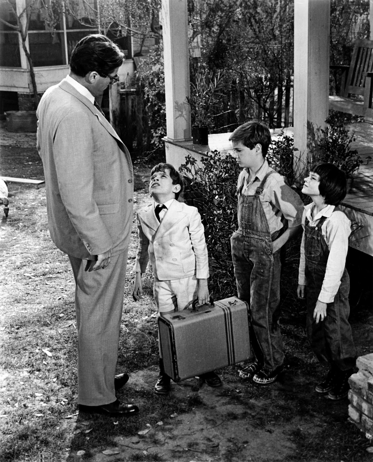 to kill a mocking bird father In to kill a mockingbird, atticus finch is a good father he is a perfect example of  a father who is an honest man, a father who is determined to teach his children.