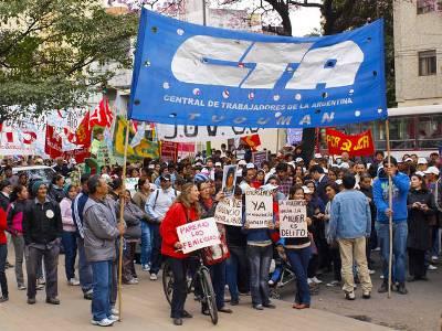 Marchó exigiendo Emergencia Nacional