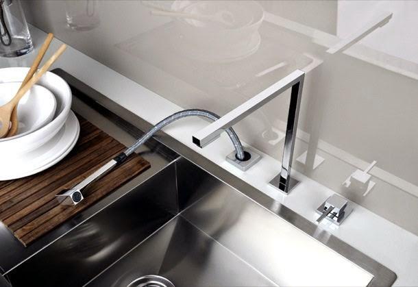 Marzua minimo grifo cubista para la cocina for Grifo cocina pared