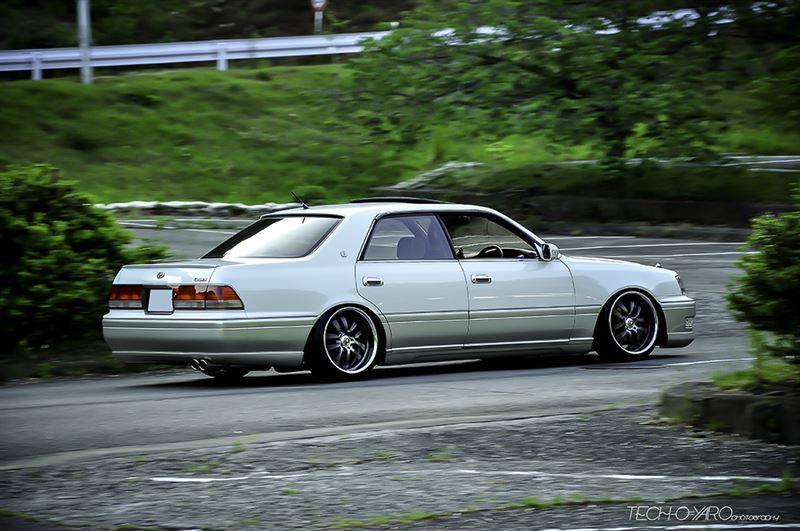 Toyota Crown, duże sedany, napęd na tył, luksusowe samochody, zdjęcia, tuning