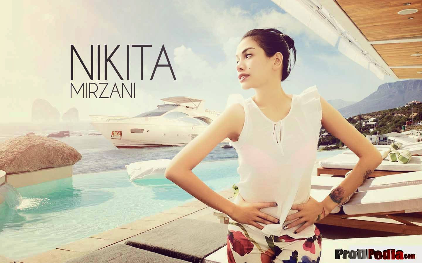 Nikita Mirzani wallpaper beach boat