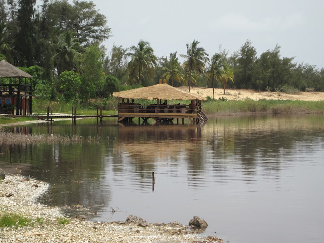 Restaurante sobre el Lago Rosa, Senegal