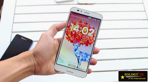 Sky A900 chính hãng và Samsung Galaxy J.