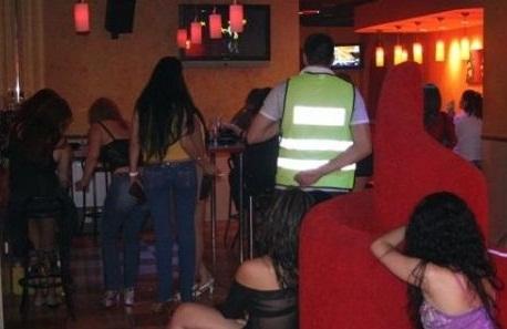sicarios ejecutan tres prostitutas y un hombre prostitutas por la calle