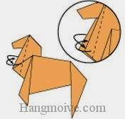 Bước 13: Gấp chéo hai cạnh giấy vào trong giữa hai lớp giấy.