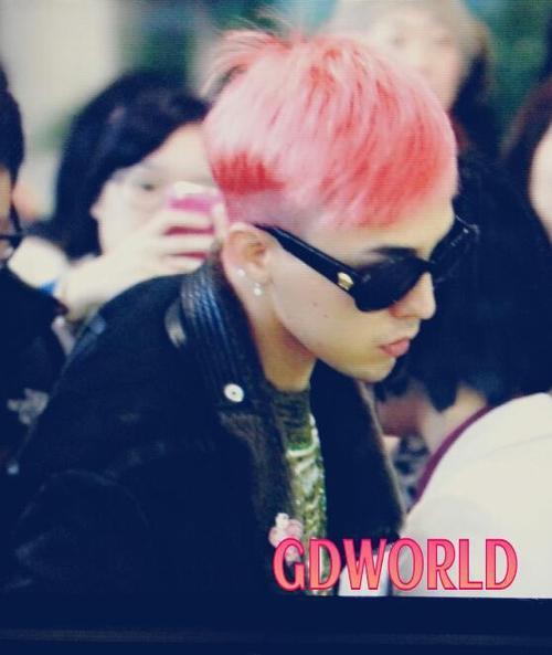 Big Bang G-Dragon's new hair color Gimpo airport 121204.