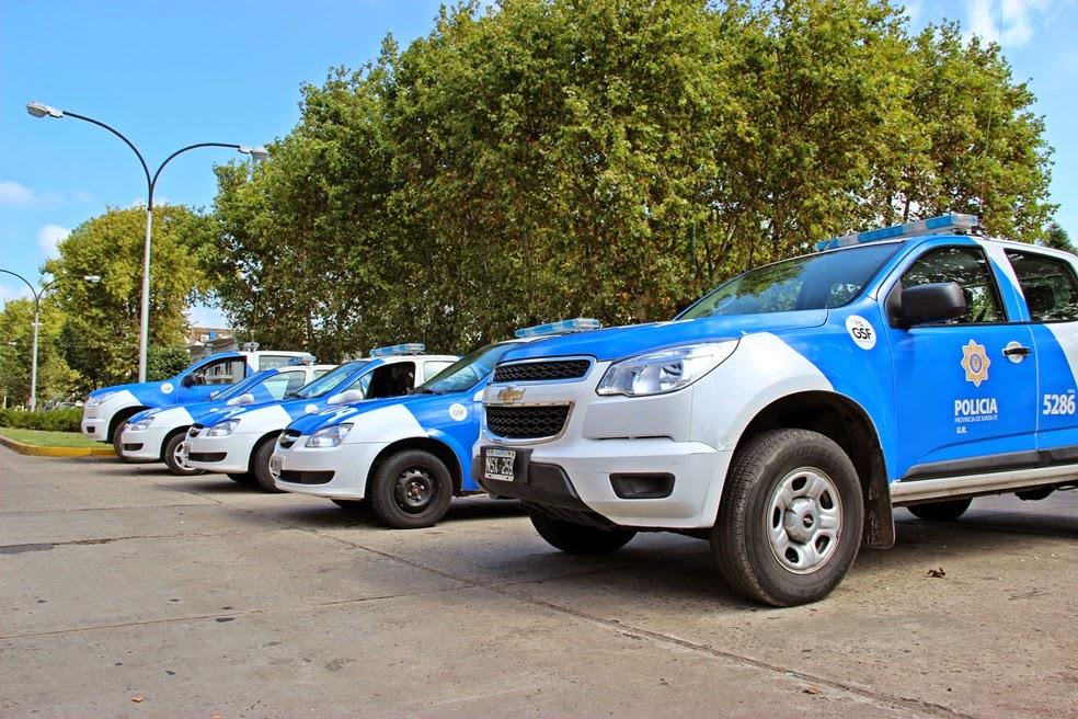 La provincia entregó cinco móviles a la Unidad Regional XVII