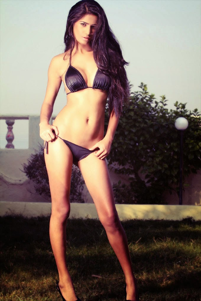 Poonam Pandey Looking hot in bikini hd wallpapers