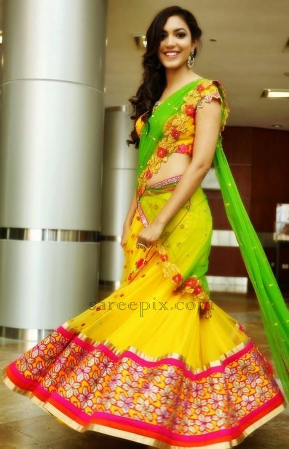 Actress-Ritu-varma-half-saree