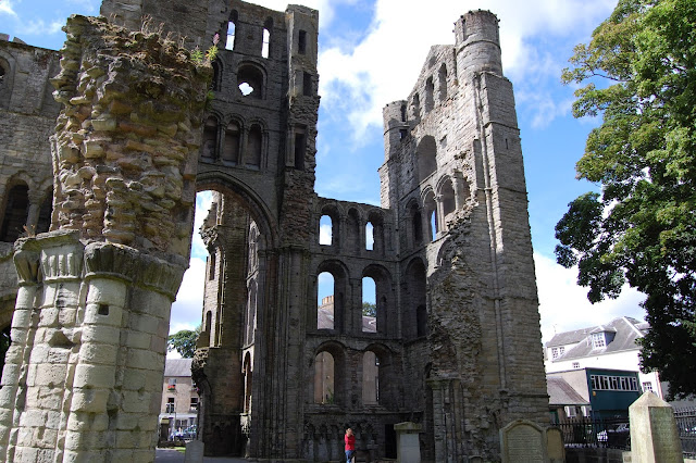Kelso Abbey ruins