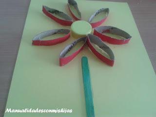 Collage de flor con tubos de carton - Manualidad infantil reciclada