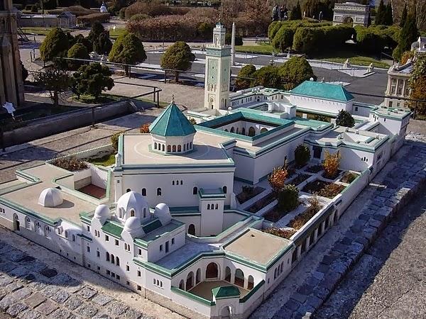 Pesona Masjid Agung Paris di Tengah Glamoritas Kota Mode