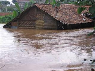 Tips Menghadapai Banjir Musiman
