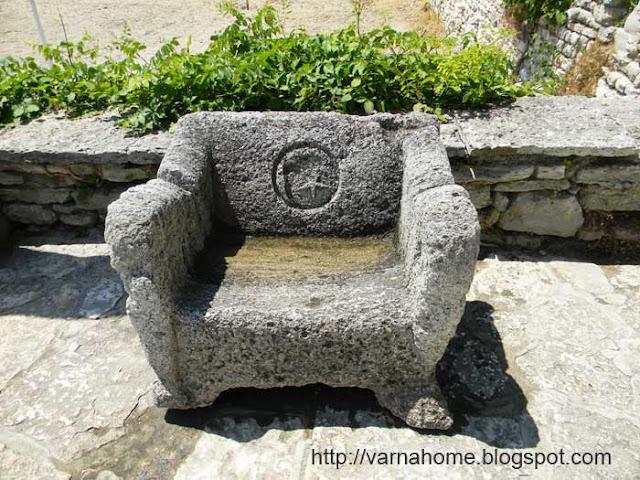 трон из камня
