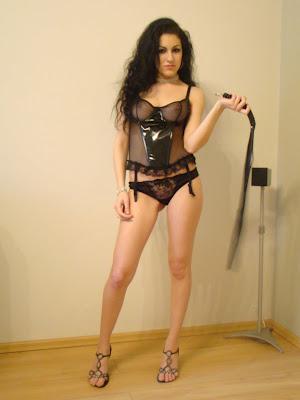 Мая - еротична фотосесия с бельо на секс магазини ФЛАМИНГО