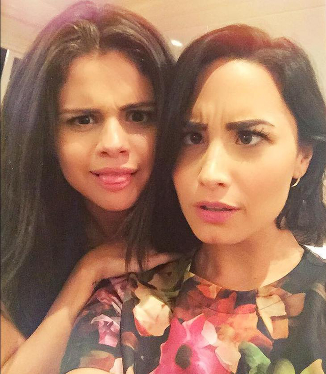 Los ojos de Demi Lovato y Selena Gómez