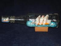 garrafa-com-tampa-de-veleiro-em-miniatura