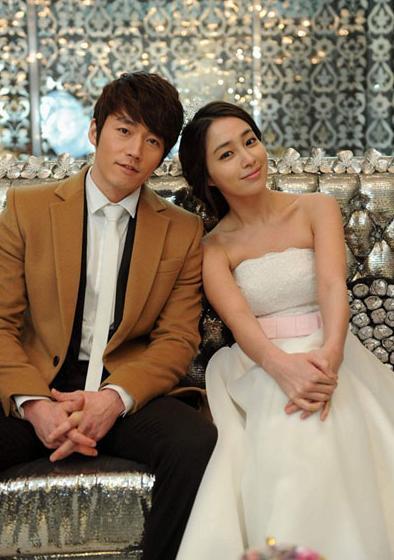 Ketiga Dalam Midas Kim Do Hyun Tampak Terpesona Oleh Jung Yeon Saat Memilih Baju Pengantin Tapi Akhirnya Pernikahan Itu Gagal Juga