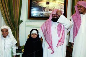 طفلة جزائرية تبكي الشيخ السديس بتلاوتها للقرآن