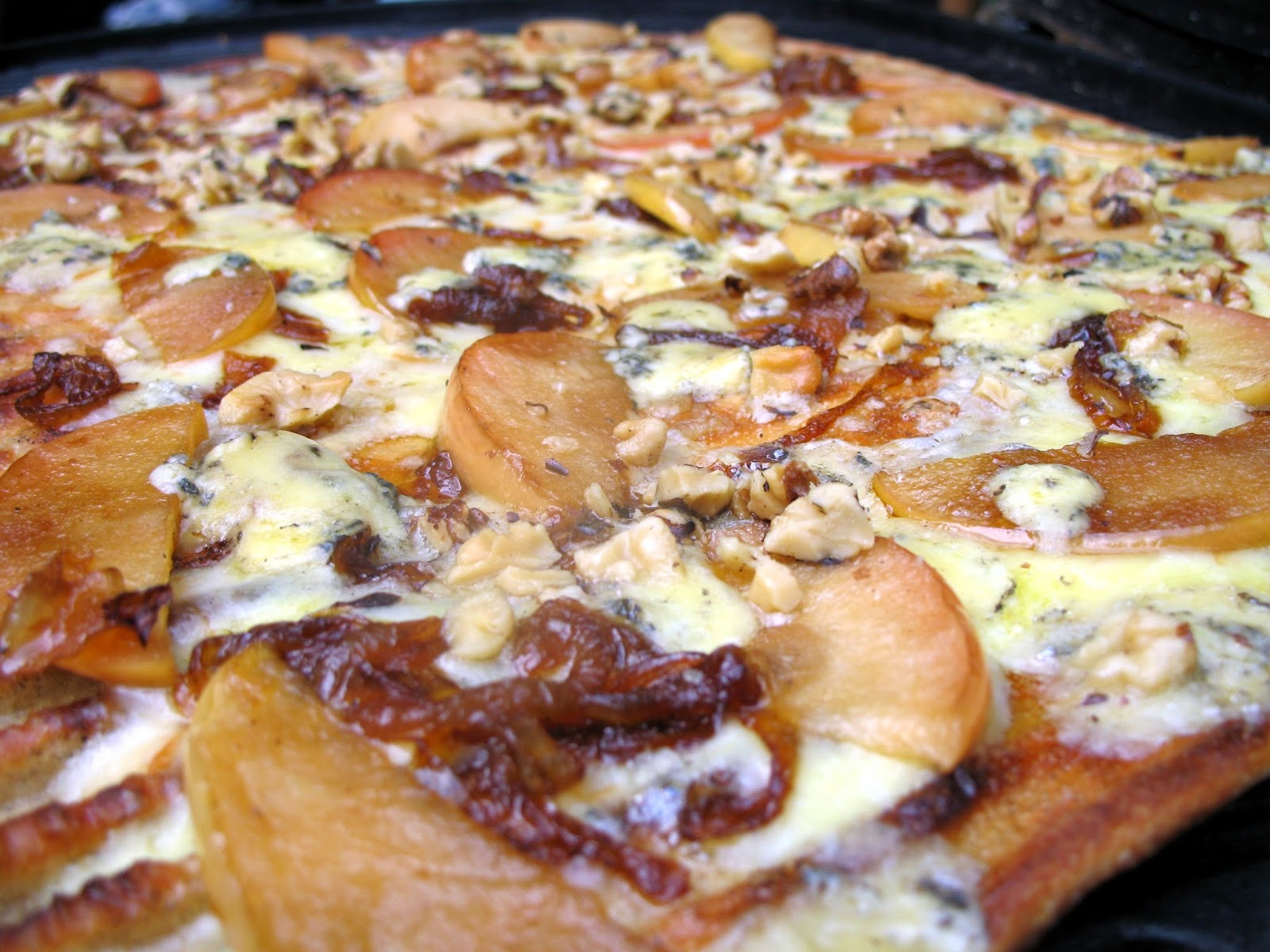 Apple Cheddar Pizza With Caramelized Onions & Walnuts Recipes ...