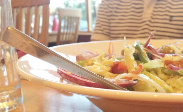 meze meze greek salad