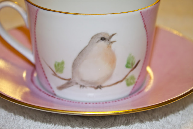 robin, bird, tea cup, porcelain, hand painted