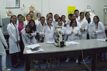 turma de BIOLOGIA 2010.1 em mais uma aula prática